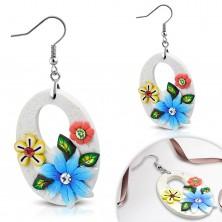 Orecchini pendenti FIMO, grandi ovali bianchi con fiori e ritagli