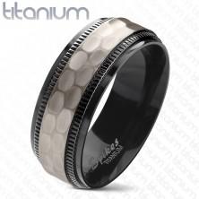 Anello in titanio, bordi neri incisi, striscia opaca centrale, 8 mm