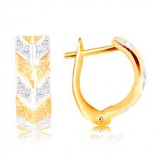 Orecchini in oro 585 - superficie brillante con intagli, modello V in due colori