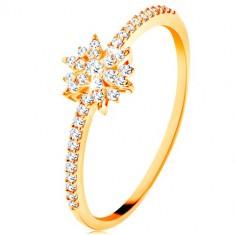 Anello in oro giallo 9K - fiore luminoso in zirconi chiari, lati brillantiená
