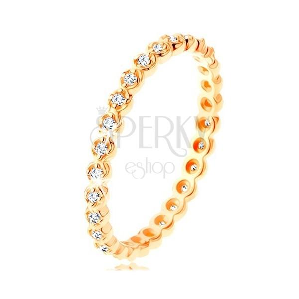 Anello d'oro 375 - piccoli zirconi chiari rotondi su tutto il perimetro, bordi ondulati