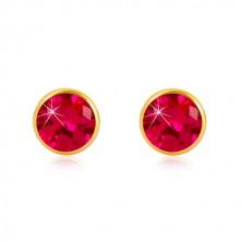 Orecchini in oro giallo 585 - zircone rosa scuro in montatura, chiusura a perno e farfalla, 5 mm