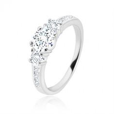 Anello di fidanzamento in argento 925 - tre zirconi rotondi, lati brillanti con zirconi