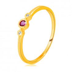 Anello in oro giallo 14K, con diamante - rubino in montatura, diamanti chiari, piccole palline