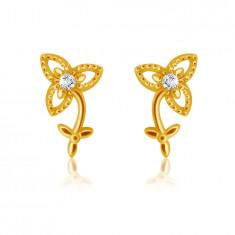 Orecchini in oro giallo 9K - fiore a tre petali con gambo e foglie, zircone chiaro